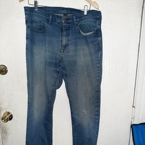 Blue jeans Kenneth Cole 34x32 one tear